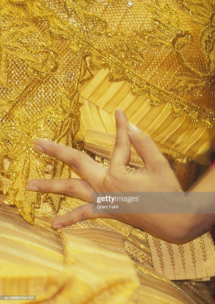 Thailand, Bangkok, woman performing traditional dance, close up of hand : Stockfoto