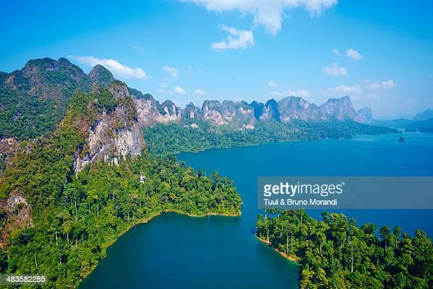 thailand, khao sok national park, cheow lan lake - kao sok national park stock pictures, royalty-free photos & images