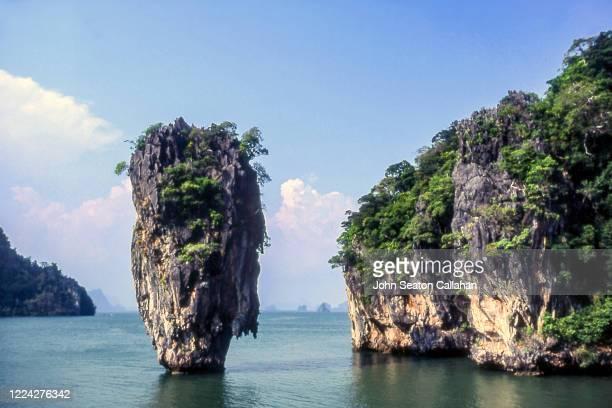 thailand, ko tapu in phang nga bay - formación karst fotografías e imágenes de stock