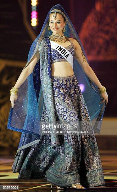 Miss India Universe 2005 Amrita Thapar performs during the National costume competition in Bangkok 25 May 2005 The 54th annual Miss Universe contest...