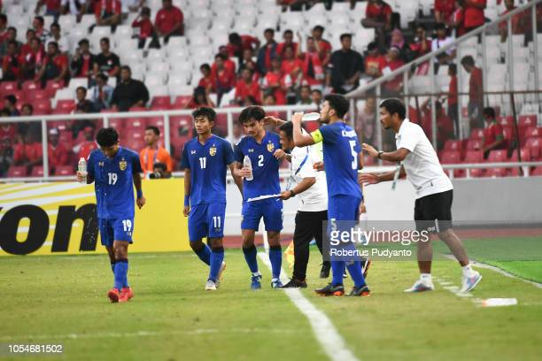 Thailand players celebrate a goal during the AFC U19 Championship Indonesia quarter final match between Qatar and Thailand at the GBK Main Stadium on...