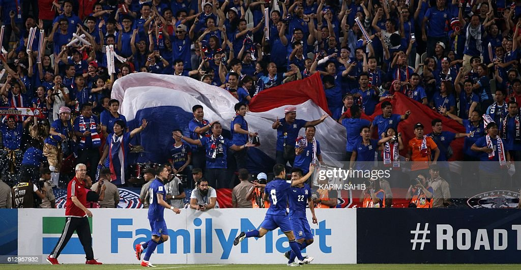 Thailand players celebrate their goal during the 2018 FIFA World Cup Qualifiers match between United Arab Emirates and Thailand at the Mohammed Bin Zayed Stadium in Abu Dhabi on October 6, 2016. / AFP / KARIM