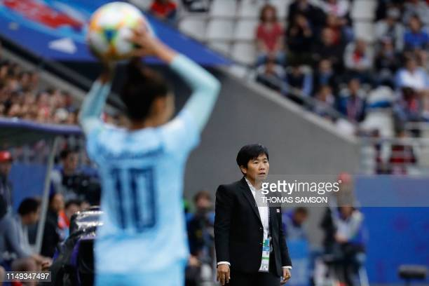 Thailand's coach Nuengrutai Srathongvian looks on during the France 2019 Women's World Cup Group F football match between USA and Thailand on June 11...