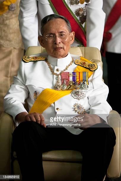 Thailand's King Bhumibol Adulyadej leaves the Siriraj Hospital to go to The Grand Palace on December 5, 2011 in Bangkok, Thailand. King Bhumibol is...