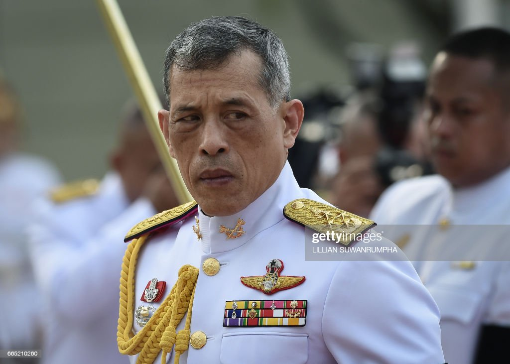 Thailand's King Vajiralongkorn is seen paying respects at the statue of King Rama I after signing the military-backed constitution in Bangkok on April 6, 2017. Thailand's king signed a new military-backed constitution on April 6 that strengthens the army's hand in government and puts the country on the path to polls after three years of junta rule. / AFP PHOTO / Lillian SUWANRUMPHA