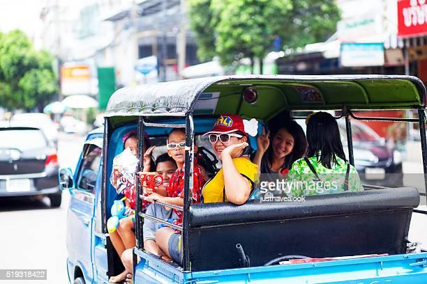 Thais a tuktuk en Songkran