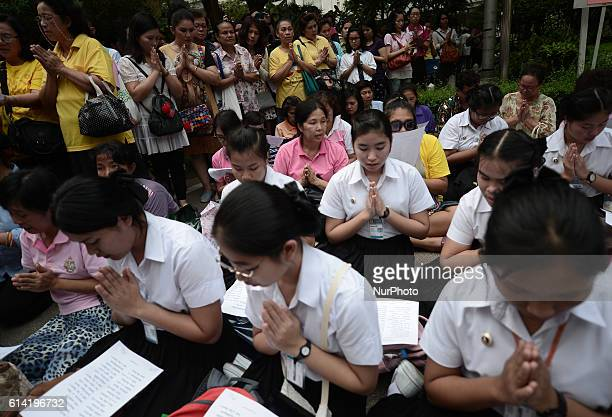 Thais pray for Thai King Bhumibol Adulyadej at the Siriraj Hospital in Bangkok, Thailand on October 12, 2016.