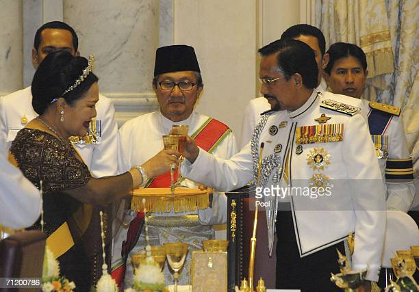 Thai's Queen Sirikit and the Sultan of Brunei make a toast during the Royal banquet at the Golden Palace on June 13, 2006 in Bangkok, Thailand. The...