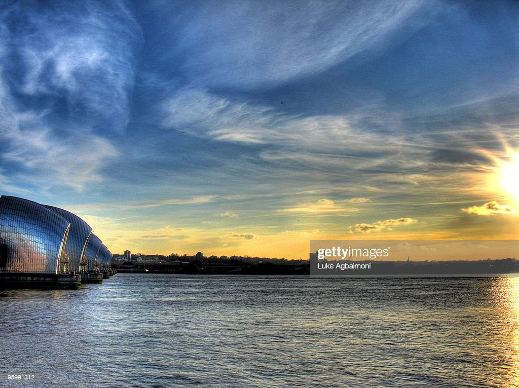 Thames Barrier Approaching Sunset : Stock-Foto
