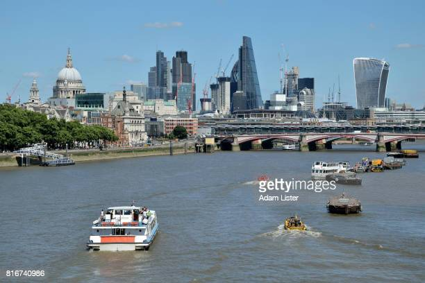 Thames boats to the City