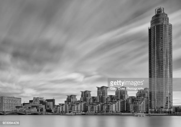 thames buildings long exposure - gary colet stock pictures, royalty-free photos & images
