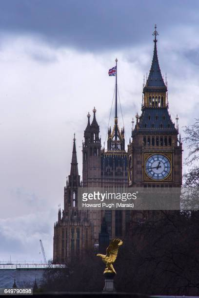 thames river embankment - typical scenes and landmarks - eagles london stock pictures, royalty-free photos & images