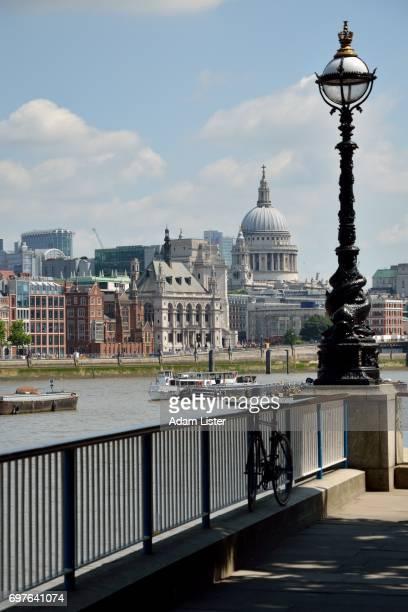 Thames riverfront to St Pauls