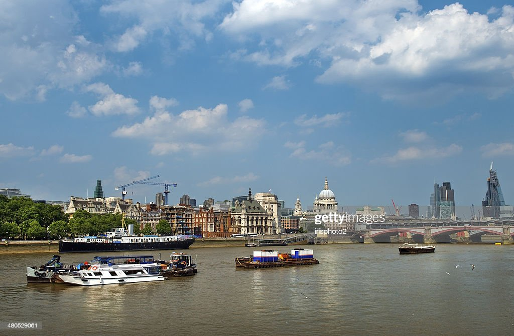 Thames, water artery of London : Stock Photo