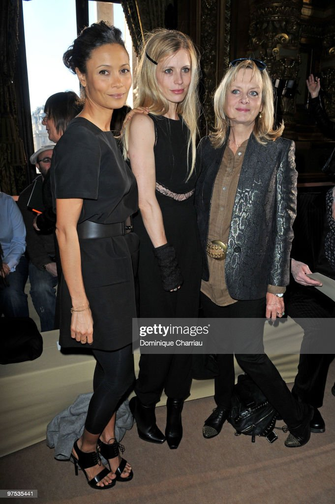 Thandie Newton (L) attends the Stella McCartney Ready to Wear show as part of the Paris Womenswear Fashion Week Fall/Winter 2011 at Opera Garnier on March 8, 2010 in Paris, France.