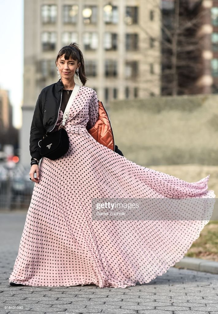 Street Style - New York Fashion Week February 2018 - Day 7 : News Photo