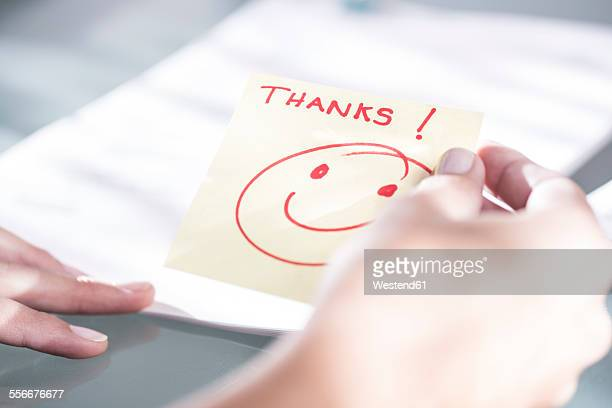 thank you note with a smiley face - danke stock-fotos und bilder