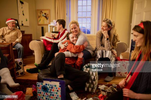 thankful for christmas presents - medium group of people stock pictures, royalty-free photos & images