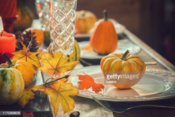thanksgiving dining table place setting with autumn decoration - thanksgiving decoration stock pictures, royalty-free photos & images