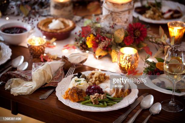 thanksgiving dinner - thanksgiving plate of food stock pictures, royalty-free photos & images