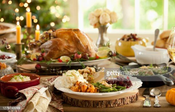 Mimis Christmas Holidayham Feast To Go 2021 Christmas Dinner Background Photos And Premium High Res Pictures Getty Images