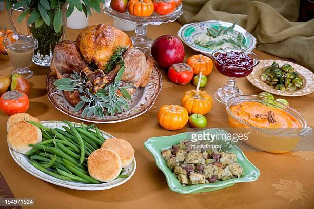 Thanksgiving Turkey cena con especialidades asadas del bufé de mesa