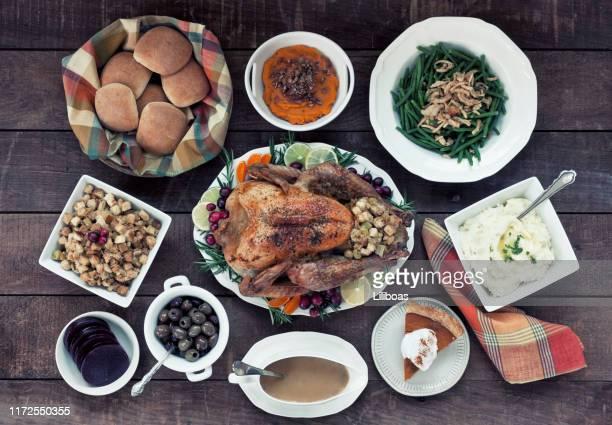 感謝祭トルコディナー - グレービー ストックフォトと画像