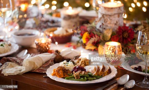 thanksgiving turkey dinner - thanksgiving holiday stock pictures, royalty-free photos & images