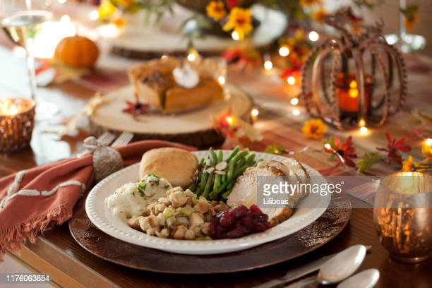 thanksgiving turkey dinner - thanksgiving food stock pictures, royalty-free photos & images