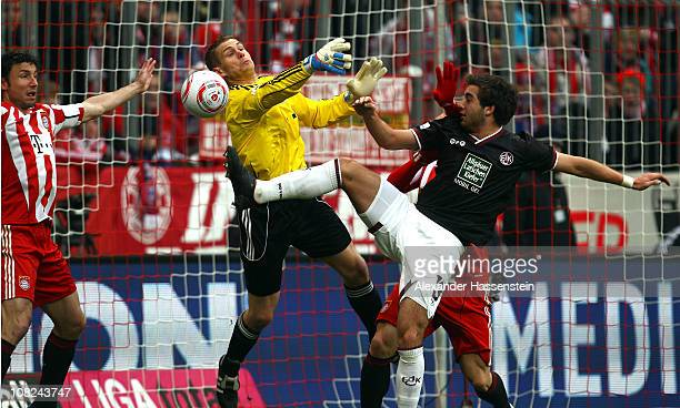 Thanos Petsos of Kaiserslautern battles for the ball with Thomas Kraft keeper of Muenchen and his team mate Mark van Bommel during the Bundesliga...