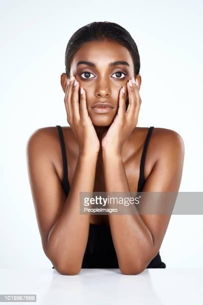 dat je ogen af van haar schoonheid niet nemen - hoofd in de handen stockfoto's en -beelden