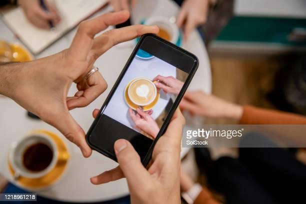 あのコーヒーは美味そうだ - モバイル撮影 ストックフォトと画像