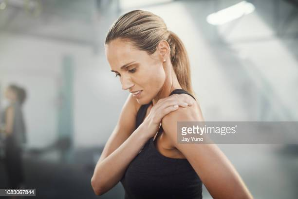 that really hurts - shoulder stock pictures, royalty-free photos & images