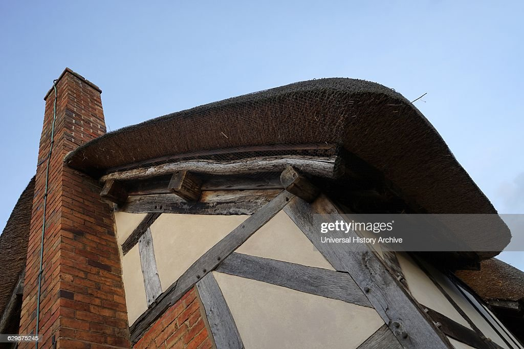Thatched roof at Anne Hathaway's Cottage, : Fotografía de noticias