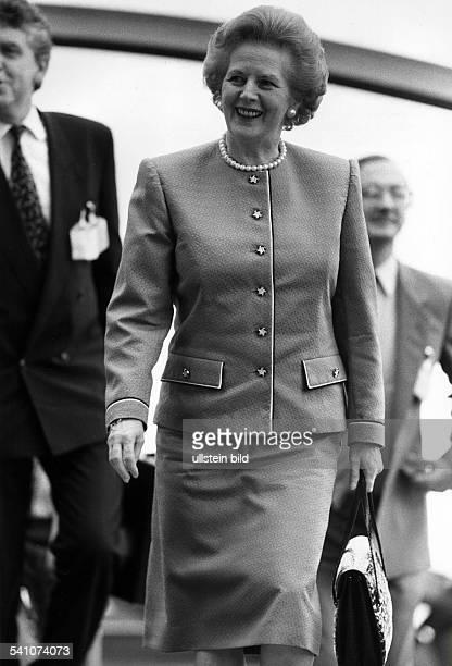 Thatcher Margaret *Politikerin GBPremierministerin 19791990Vorsitzende der Conservative Party 19751990 Portrait im Kostuem mit Perlenkette und...