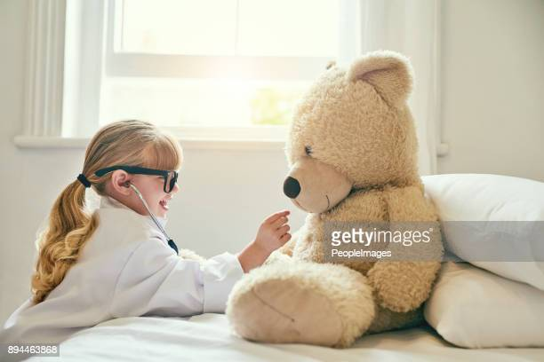 that's a good heart you have there, teddy - criança imagens e fotografias de stock