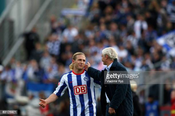 The 01 scorer Andrej Voronin of Berlin is congratulated by manager Rudi Voeller of Leverkusen after the Bundesliga match between Bayer Leverkusen and...