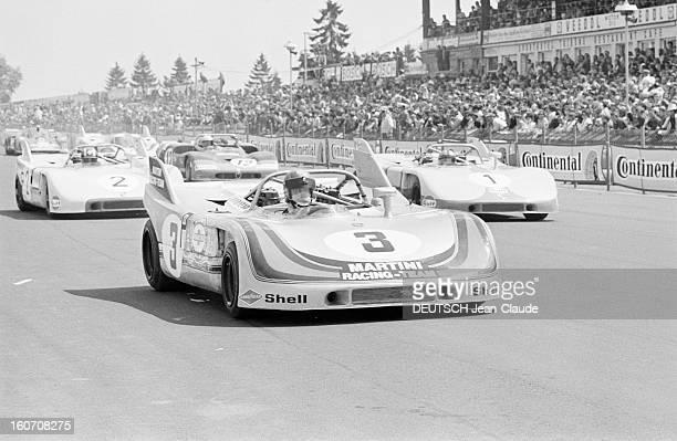 The 1000 Kms Of Nurburgring 1971 En Allemagne sur le circuit du Nürburgring bordé d'une foule de spectateurs la voiture PORSCHE 908 de l'écurie...