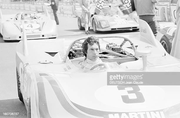 The 1000 Kms Of Nurburgring 1971 En Allemagne sur le circuit du Nürburgring le pilote Vic ELFORD sans casque au volant de la voiture PORSCHE 908 de...