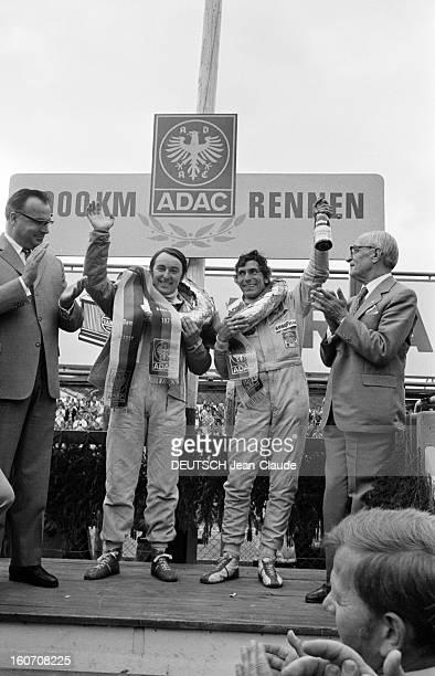The 1000 Kms Of Nurburgring 1971 En Allemagne sur le circuit du Nürburgring sur un podium en présence d'officiels les pilotes Gérard LARROUSSE à...