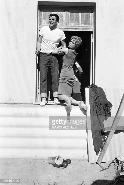 Henri Vidal And Brigitte Bardot Le 10ème Festival de Cannes 1957 se déroule du 2 au 17 mai attitude souriante de Brigitte BARDOT une cigarette aux...