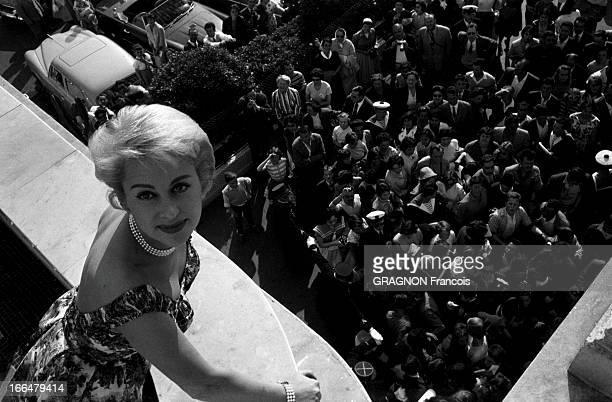 The 12Th Cannes Film Festival 1959 Sophia Loren And Carlo Ponti Le 12ème Festival de CANNES se déroule du 30 avril au 15 mai 1959 une foule...