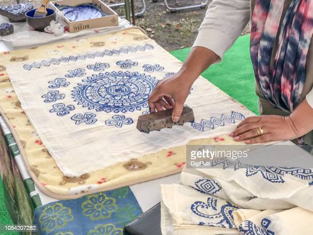 the 16th diwali in yokohama - khadi print workshop - khadi photos et images de collection