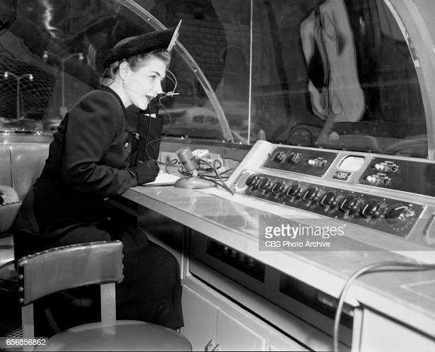 The 1948 Republican National Convention Philadelphia Pennsylvania Pictured is CBS Radio personality Margaret Arlen broadcasting from inside a...