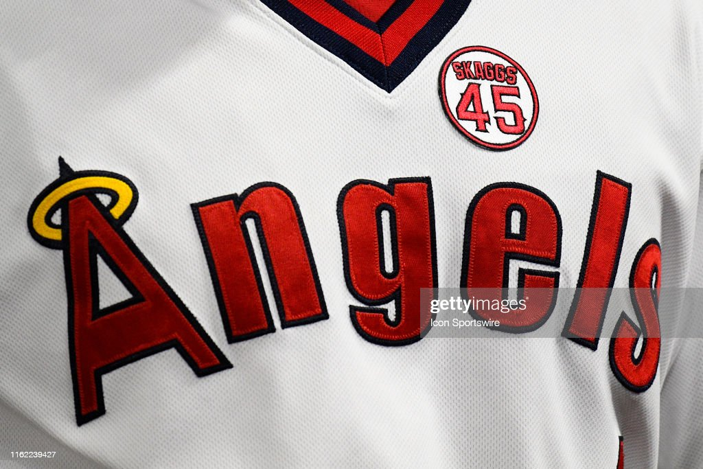 new products 83932 b51a5 The 1970's throwback uniforms with a patch for Los Angeles ...
