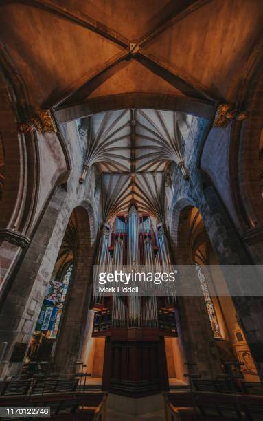 the 1992 rieger pipe organ inside st giles' cathedral, edinburgh - st. giles cathedral stock pictures, royalty-free photos & images