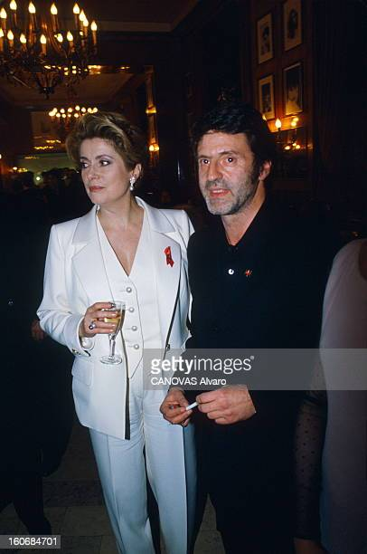 The 19th Night Of Cesar 1994 La 19ème nuit des CESAR au théâtre des Champs Elysées à PARIS plan de troisquarts de Catherine DENEUVE en tailleur...