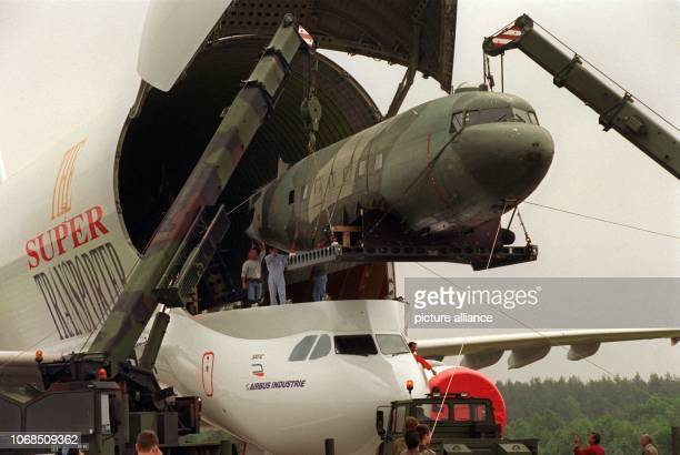 The 20 meters long fuselage of a 'Raisin Bomber' which was used during the Berlin Airlift 50 years ago is brought from Turkey and is being lifted...