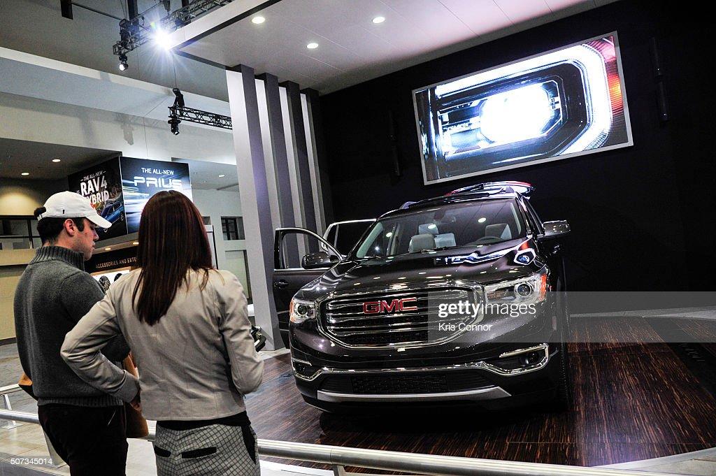 Photos Et Images De Washington Auto Show Getty Images - Car show display accessories