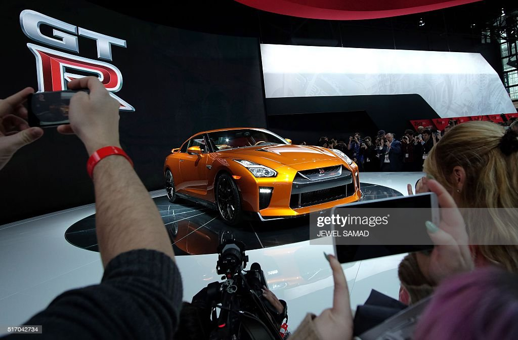 The 2017 Nissan GT-R is unveiled during the New York International Auto Show on March 23, 2016. / AFP / Jewel SAMAD
